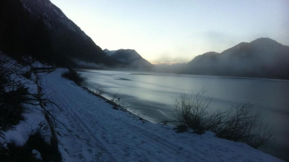 Sylvensteinsee in Schnee und Eis